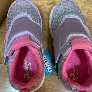 Sketchers size 9 toddler shoes